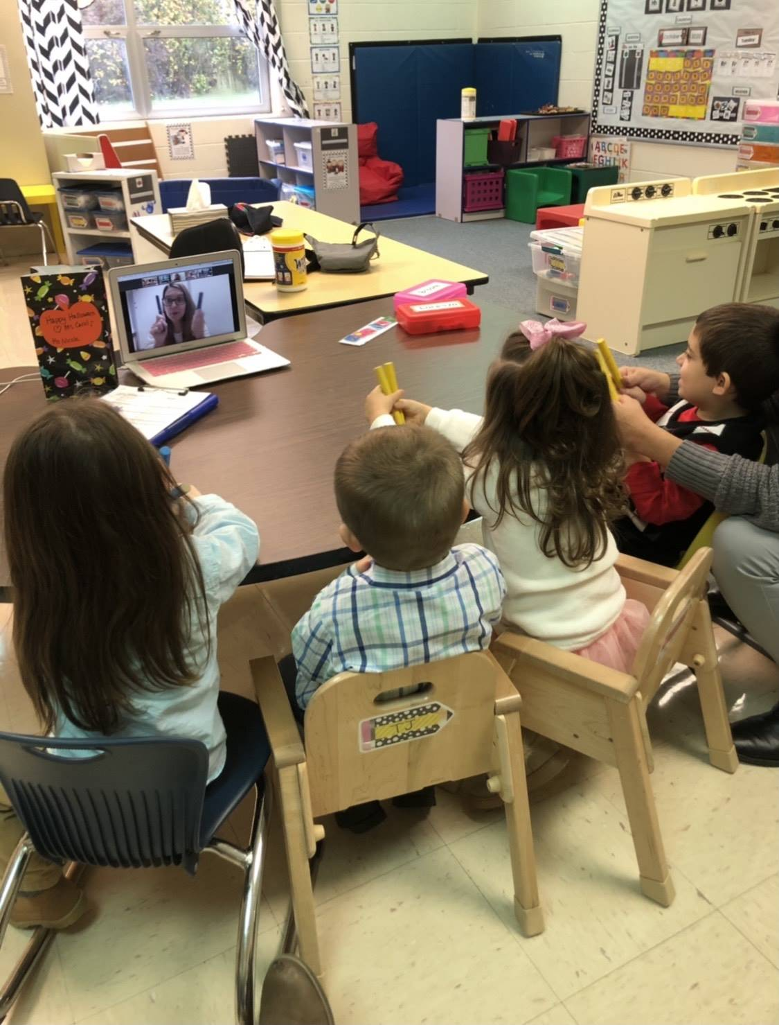 students doing a virtual lesson