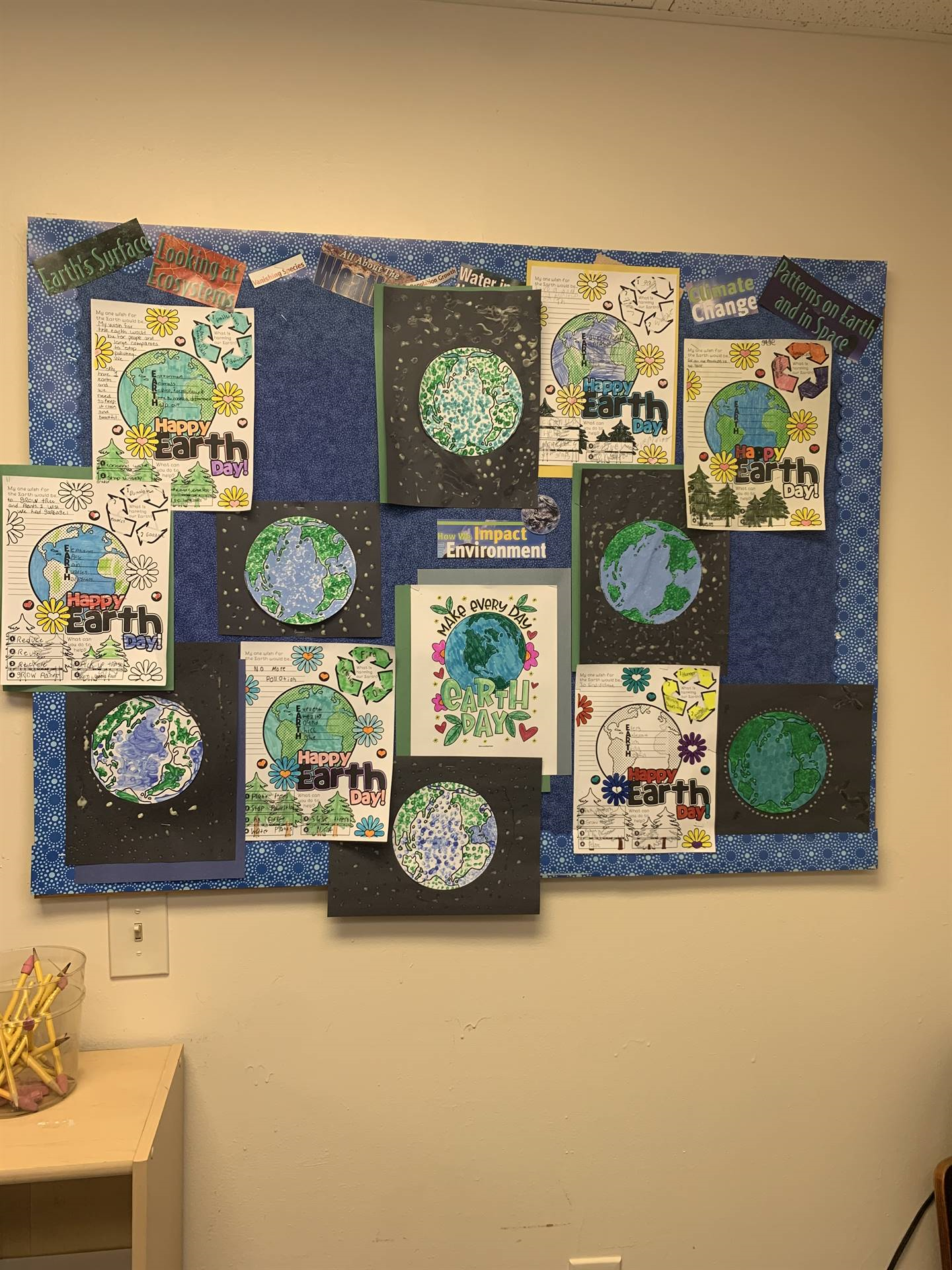 We celebrated Earth Day with demonstrations of Pointillism Art!